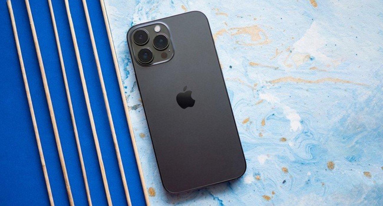 iPhone 13 Pro Max zniszczył wszystkich konkurentów ze świata Androida w nowym teście baterii ciekawostki test baterii iphone 13 pro max, test baterii iphone 13 pro, porównanie baterii, iPhone 13 Pro max, ile na baterii wytrzyma iphone 13 pro max, czas pracy iphone 13 pro max  Żywotność baterii iPhone'a była od dawna była krytykowana. Na szczęście w iPhone 13 i 13 Pro się to zmieniło do tego stopnia, że model 13 Pro Max zniszczył wszystkie smartfony z Androidem w najnowszym teście baterii. iPhone13ProMax